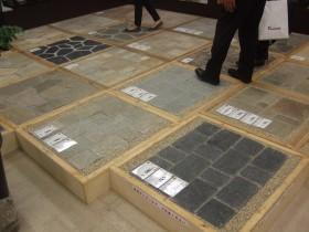 床の乱石・方形石