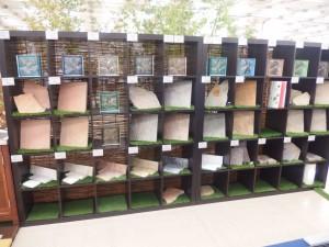 ガラスブロック・砂利の展示