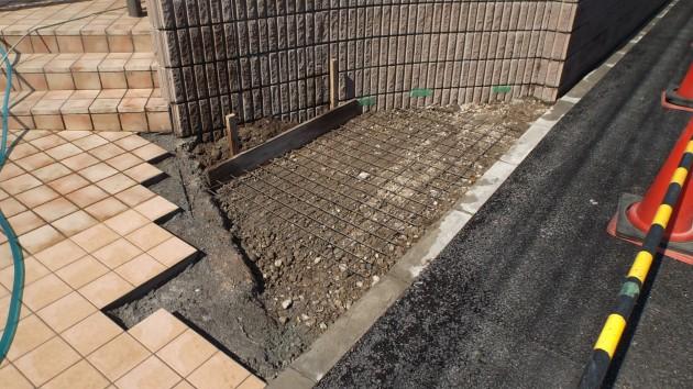 タイル下地の土間コンクリート打設の様子