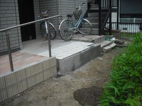 玄関タイルの拡幅