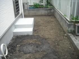 裏庭部分の整地