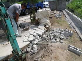 コンクリート解体作業