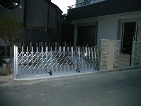 伸縮門扉の取付