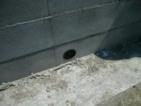 ブロック水抜き穴